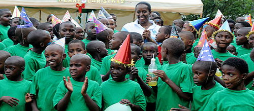 Mrs Jeannette Kagame with orphans
